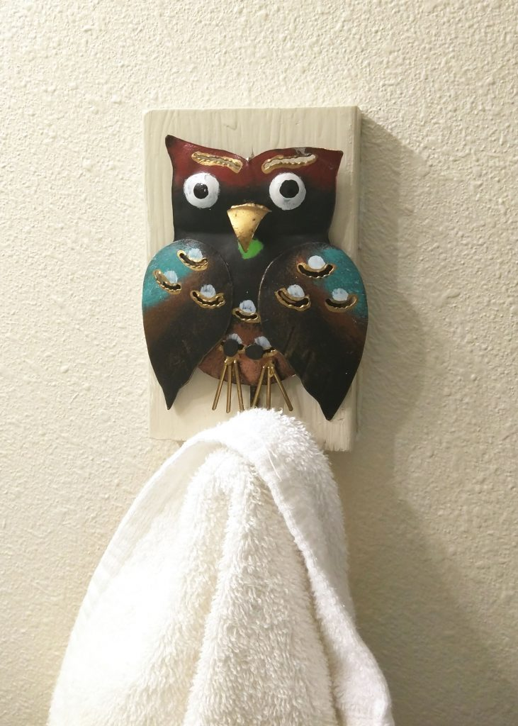 small owl hook with white towel