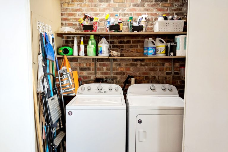 Airbnb photos of laundry room